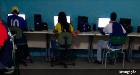 Tem tecnolofia no interior da escola